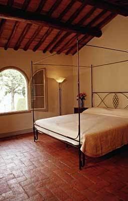 Romantische smeedijzeren bedden in alle slaapkamers met matrassen van 100x200 per persoon of 200x200 cm bij onze kingsize bedden