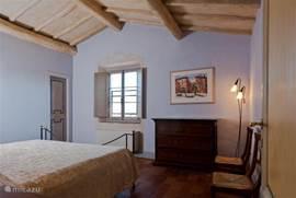 Uiterst sfeervolle lavendel slaapkamer, uiteraard met airco en horren