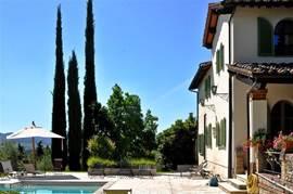 Kijkje langs zijde Casa delle Rose