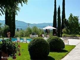 Uw heerlijke tuin met prive-zwembad