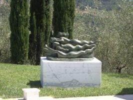 Il canto delle Sirene  bij zwembad Casa delle Rose.  Het lied van de Sirenen die schipbreukelingen lokten met hun gezang teneinde hen te pletter te laten slaan op de kliffen