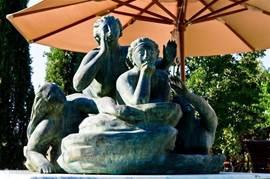 De Sirenen lokken..........  Bronzen sculptuur bij uw zwembad-terras