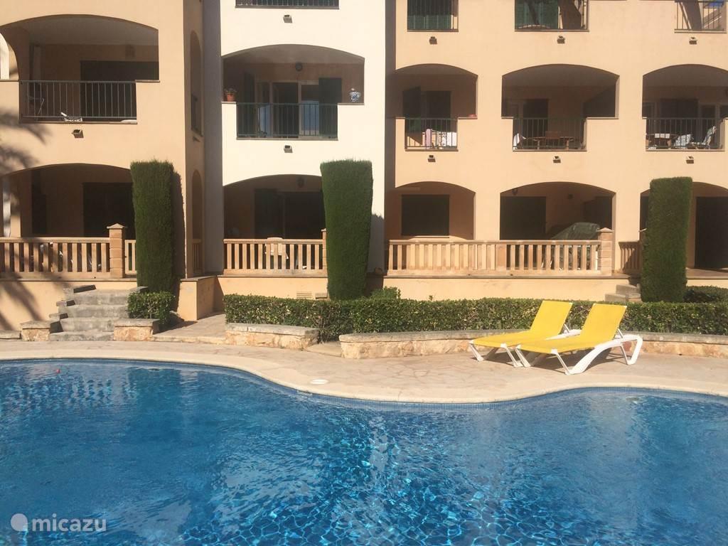 Appartement begane grond met balkon en zwembad