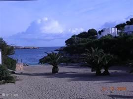Cala Egos is een klein, rustig maar gezellig strandje op slechts 5 minuten van het appartement.