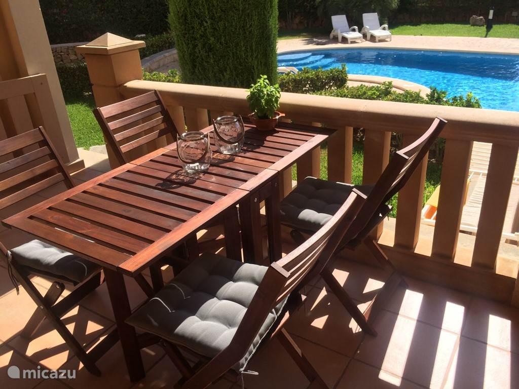 Gezellig balkon met rechtstreeks toegang tot het zwembad!