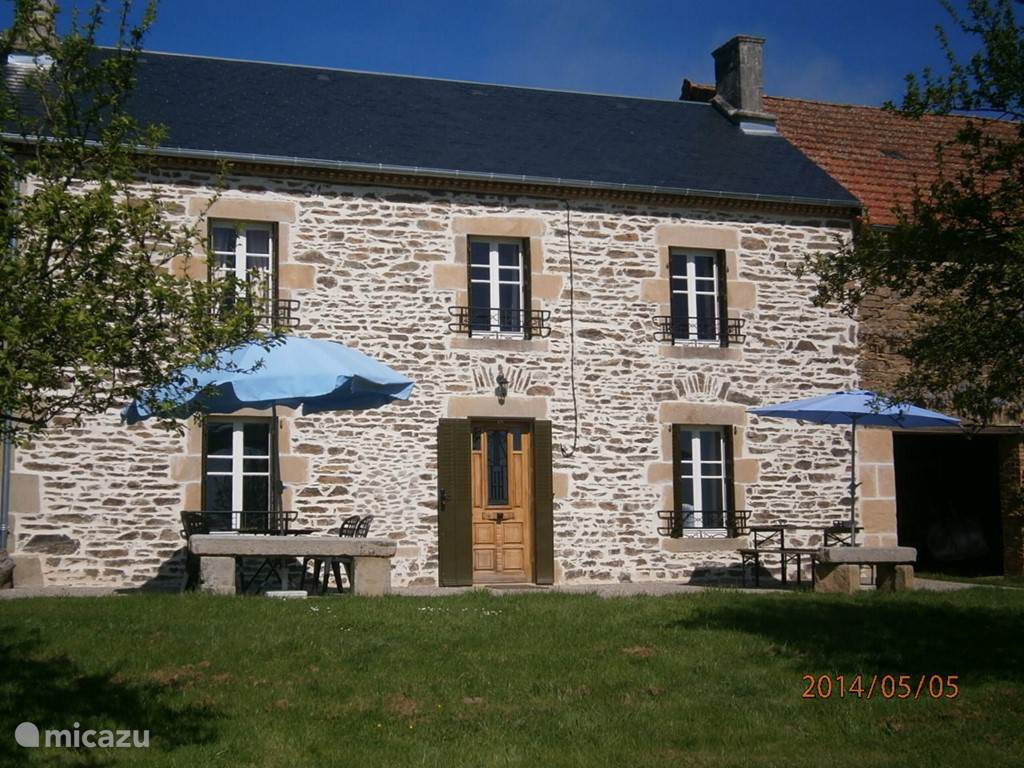 Vacation rental France, Auvergne, Ayat-Sur-Sioule farmhouse langlade