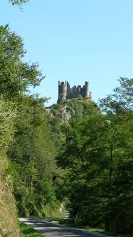 chateau rocher, middeleeuwse burcht bij Menat