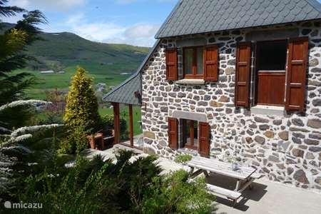 Vacation rental France, Cantal, Le Claux farmhouse Farmer House