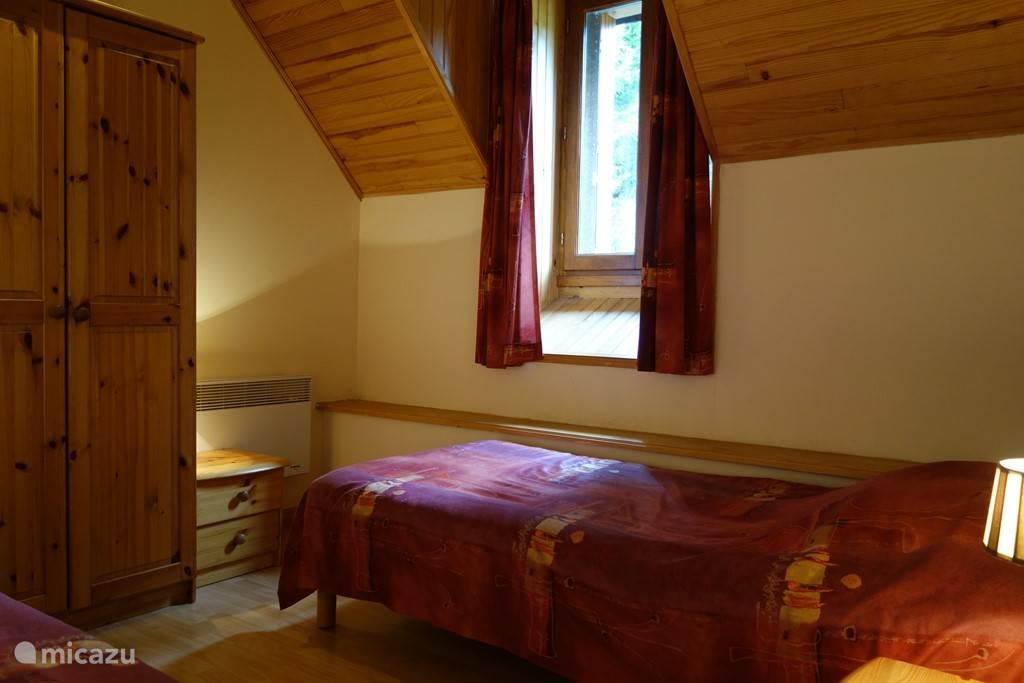 Slaapkamer 3 met twee losse 1persoonsbedden