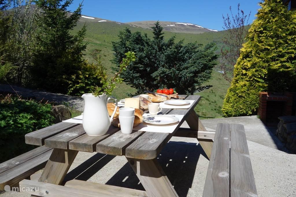 ontbijten met uitzicht over de valley