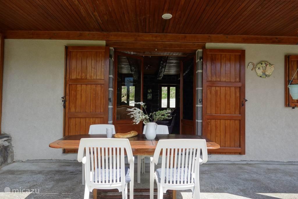 Vacation rental France, Auvergne, Le Claux Farmhouse boerderijhuis
