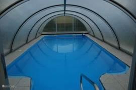 overdekt en verwarmd zwembad