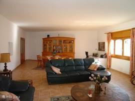 woonkamer met eethoek voor 6 personen