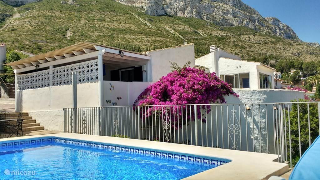 Uw vakantiehuis aan de voet van de berg Montgo in Denia