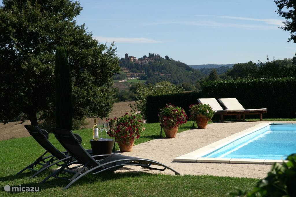 swimming pool with view on Proceno