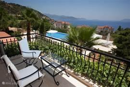 Prachtig uitzicht over de Middellandse Zee vanaf het balkon van masterbedroom.