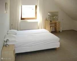 grote slaapkamers met toilettafel