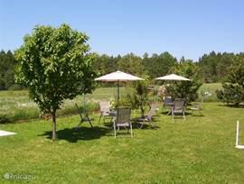 per app. 2 tuinsets met 8 stoelen