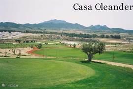 Op 5 km een 18 holes golbaan bij golfclub Sensol.