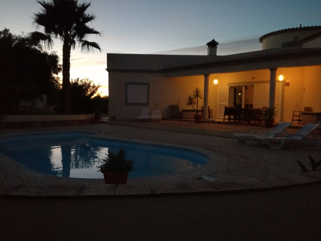 Portugal, Algarve, nu 50%! korting voor een verblijf in de periode tussen 22-6 en 7-7 in deze prachtige prive villa met zwembad. Reserveer snel!