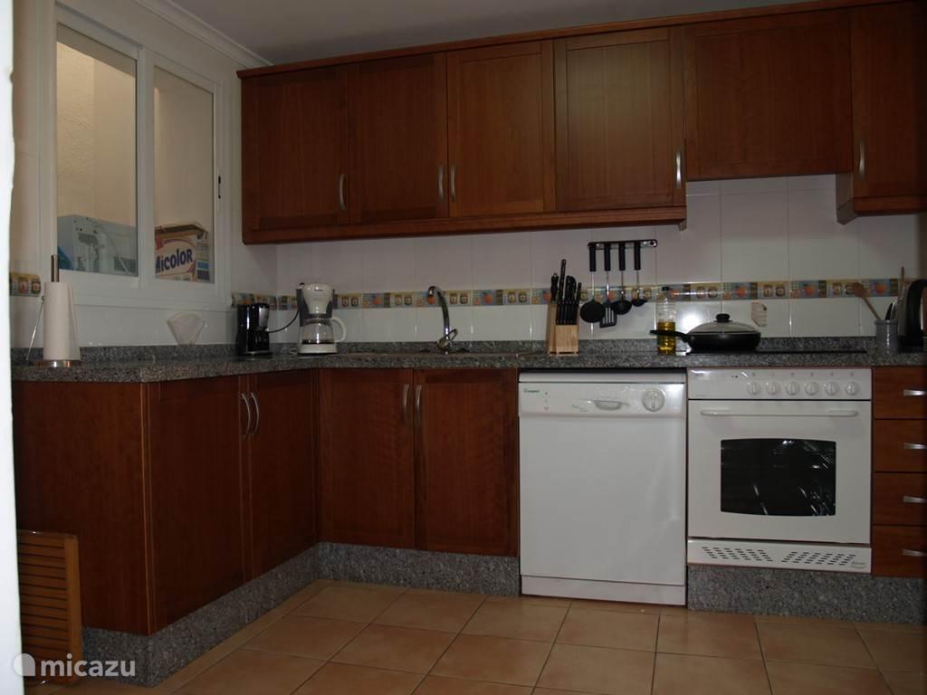 Moderne, goed uitgeruste keuken