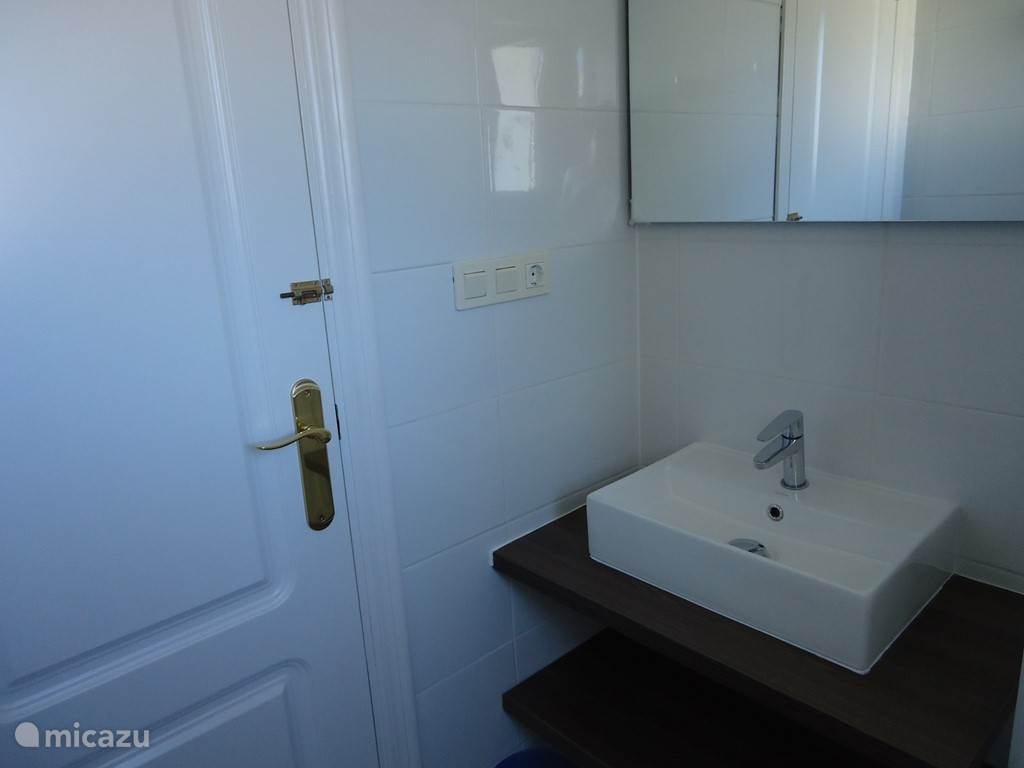 Wastafel in badkamer 2