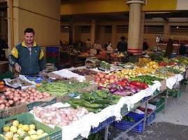 Elke Woensdagmorgen is er in het centrum van Campello markt. Volop verse groente en het heerlijkste fruit, verder marktkramen met kleding, tassen, schoenen etc. te koop. Beslist een aanrader.