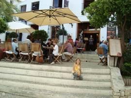 Geen nadere uitleg nodig! Lekker eten is in Spanje belangrijk. Overal zijn dan ook leuke terrassen en restaurants.