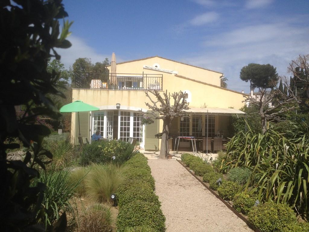 Aanbieding wegens annulering Cote d'Azur. Juan les pins  september.opties. 500 euro per volle week. Appartement aan zee alle faciliteiten.