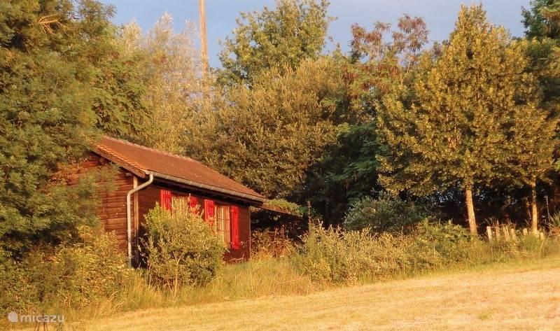 Vrij gelegen huisje, alle comfort, privacy, uitzicht, en een heerlijke plek om naar terug te keren na excursies in de omgeving.