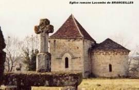 La Combe, romaans kerkje; ligt aan fraaie rondwandeling vanaf het huis; boekje met wandelingen is aanwezig