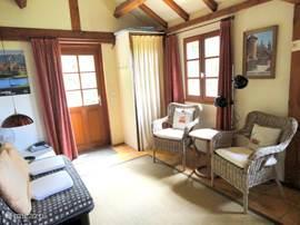 ferienhaus le cabanon in long dordogne frankreich mieten micazu. Black Bedroom Furniture Sets. Home Design Ideas