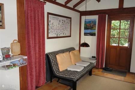 ferienhaus les acacias in long dordogne frankreich mieten micazu. Black Bedroom Furniture Sets. Home Design Ideas