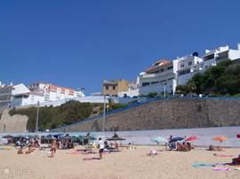 Praia do Algodio in de zomer