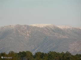 zicht op de Serra da Estrela met sneeuw