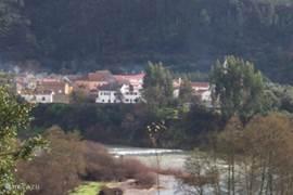 dorpje vanaf de weg