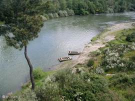 rivier strand bij het huis