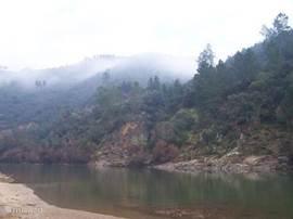 wandelen bij de rivier