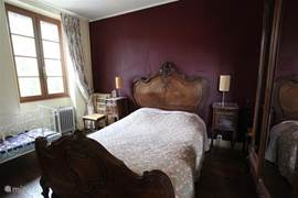 This is the romantic bedroom. Besides the antique bed we also have a modern cot.