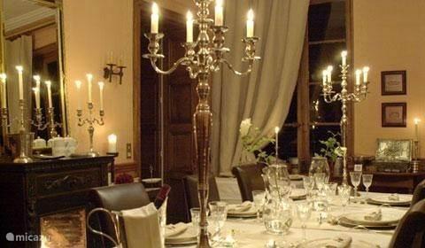 De koninklijk gedekte tafel