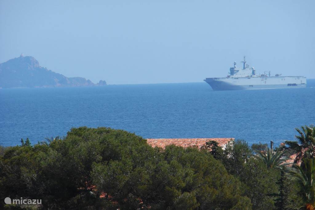 An exercise of the French Navy for the apartment and easy to follow. Left you see 'Le Dramont.