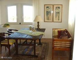 A spacious dining area with large table for meals and / or a good conversation. And .... sea and Esterellgebergte.
