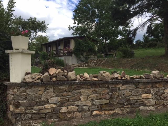 Voordelig genieten van de rust en natuur in de Morvan. Nu romantisch huisje met  10% korting. Direct aan wandelroutes en prachtig uitzicht.
