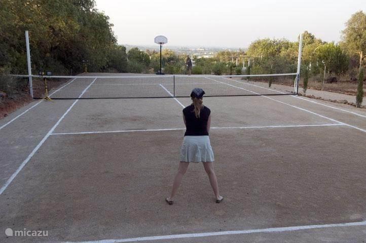 tennisbaan en sportveld