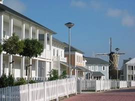 sfeer foto van het resort Cape Helius onderdeel van RP holidays, altijd vrolijk door de verschillende types huizen en de leuke frisse kleuren