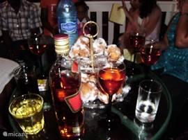 Met oud en nieuw is het een feest op dit balkon. Je hoort en ziet van heel ver weg het meest prachtige vuurwerk. Ook al ben je alleen op je balkon dan beleef je al een geweldige jaarwisseling. Je hoeft niet thuis te blijven want in het centrum van Paramaribo is het tot in de late uurtjes groot feest