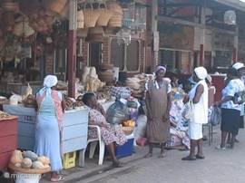 Bosnegervrouwen op de markt