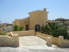 Luxe villa met eigen zwembad en panoramisch zeezicht. Parkeerplaats op eigen terrein.