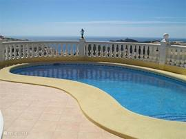 Het privé zwembad voor een verfrissende duik. Relax met het genot van prachtige zeezichten en adembenemende landschappen.