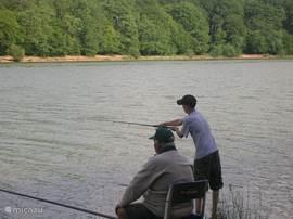 Vissen - Etang de Pirot 5 km van het huis vandaan ,in dit meer vissen met een visvergunning, welke te halen is bij het g